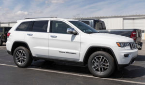 what is the difference between a jeep cherokee and a jeep grand cherokee